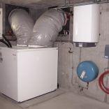 Luft/Wasser Wärmepumpe innen aufgestellt